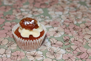 Mini Hummingbird cupcake with caramelised pecan