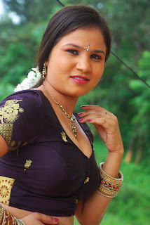 Kalla Parunthu Tamil Movie 2011  Stills 13.jpg
