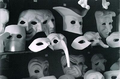 Maschere pirandello/ vita specchi pirandello/ umorismo/ Pirandello Poetica / Aiuto pirandello / Appunti su Pirandello