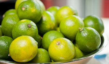 Cara efektif Menghilangkan jerawat dengan jeruk nipis