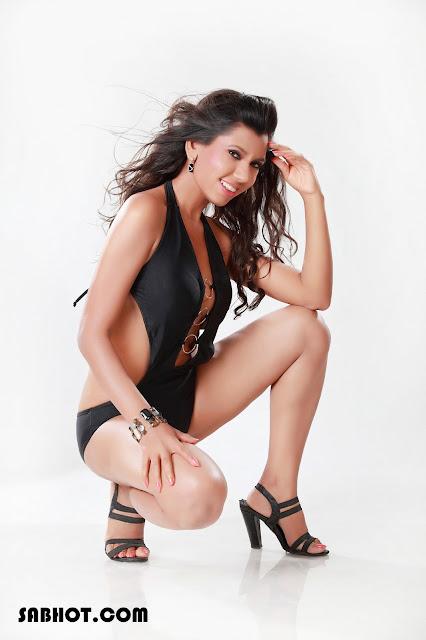 Shefali Saxena bikini trikini