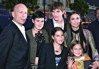 Demi Moore with her family and Ashton Kutcher