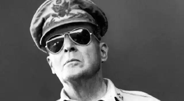 Στρατιωτικός Douglas MacArthur για το κύμα των UFO  του 1957