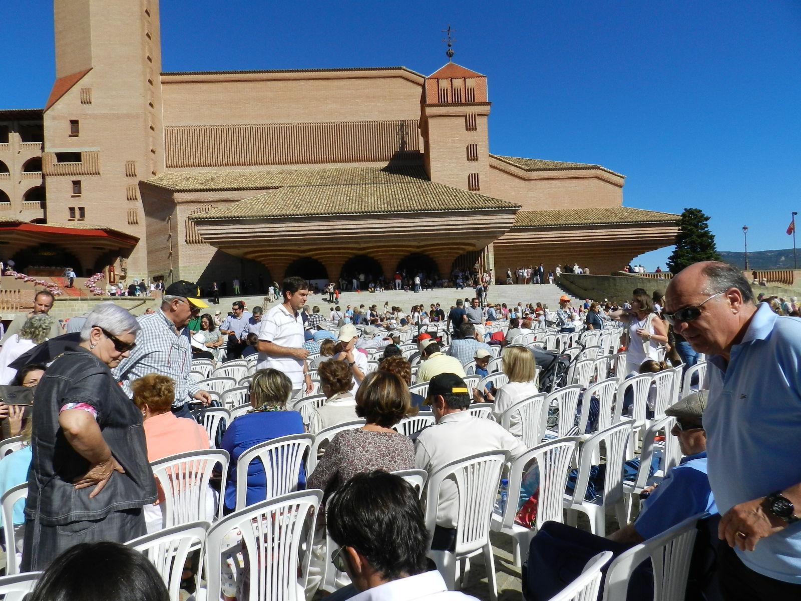 Club alcorce 50 aniversario santuario de torreciudad for Alojamiento familias numerosas