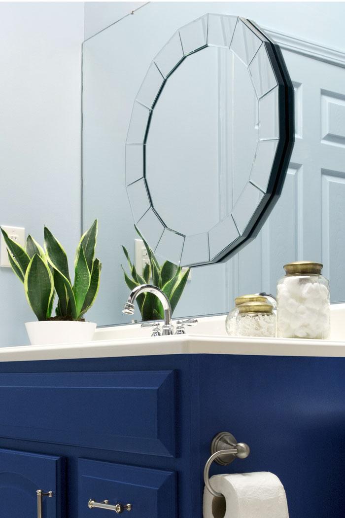 The Makerista A Blogger Vs Builder Grade Bathroom Makeover