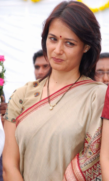 Amala Nagarjuna http://beautiesinsarees.blogspot.com/2011/10/amala-nagarjuna-in-saree-photo-gallery.html