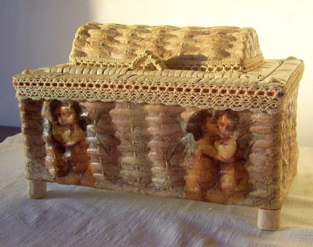 Reciclar un costurero de mimbre con decoupage