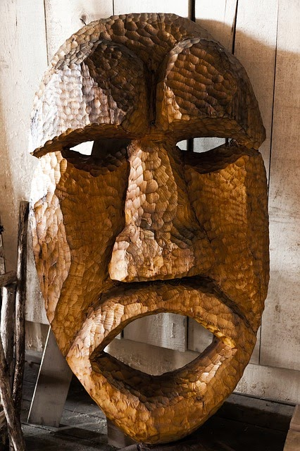 mascara de madera africana