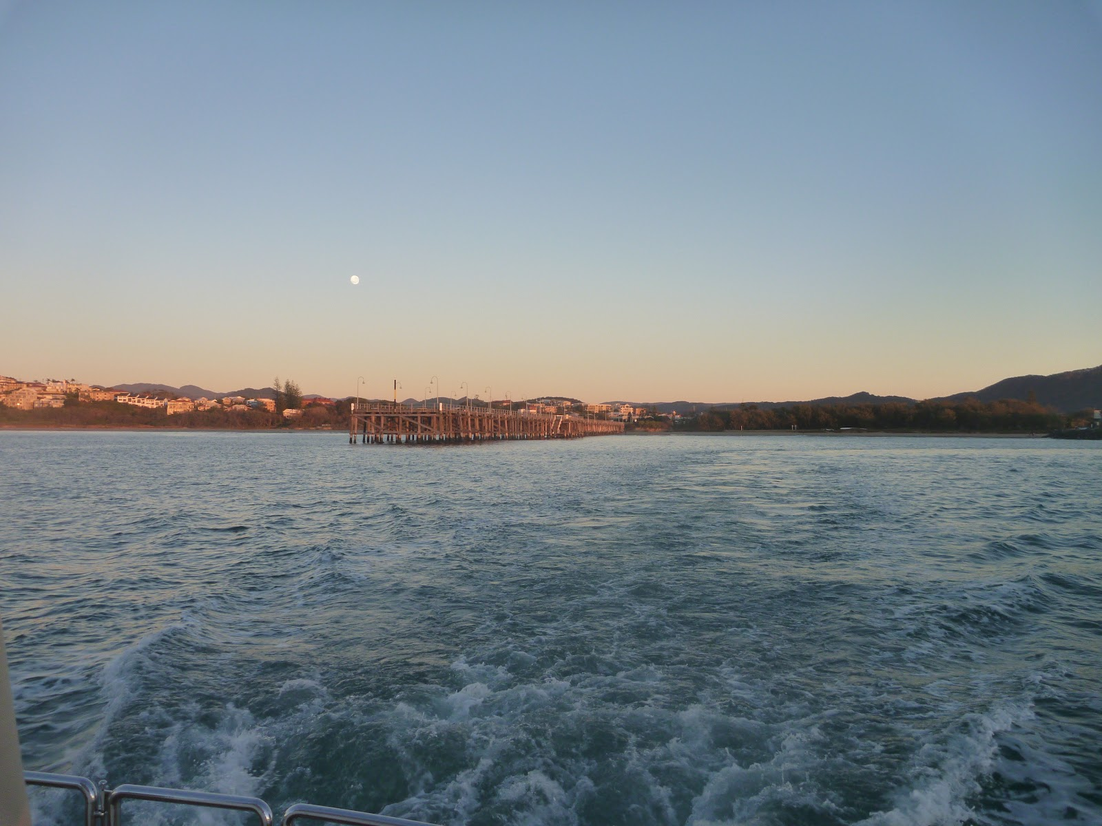 Lastwords whitsunday adventure leaving the coffs harbour outer harbour looking back at the historic jetty just before full sunrise nvjuhfo Image collections