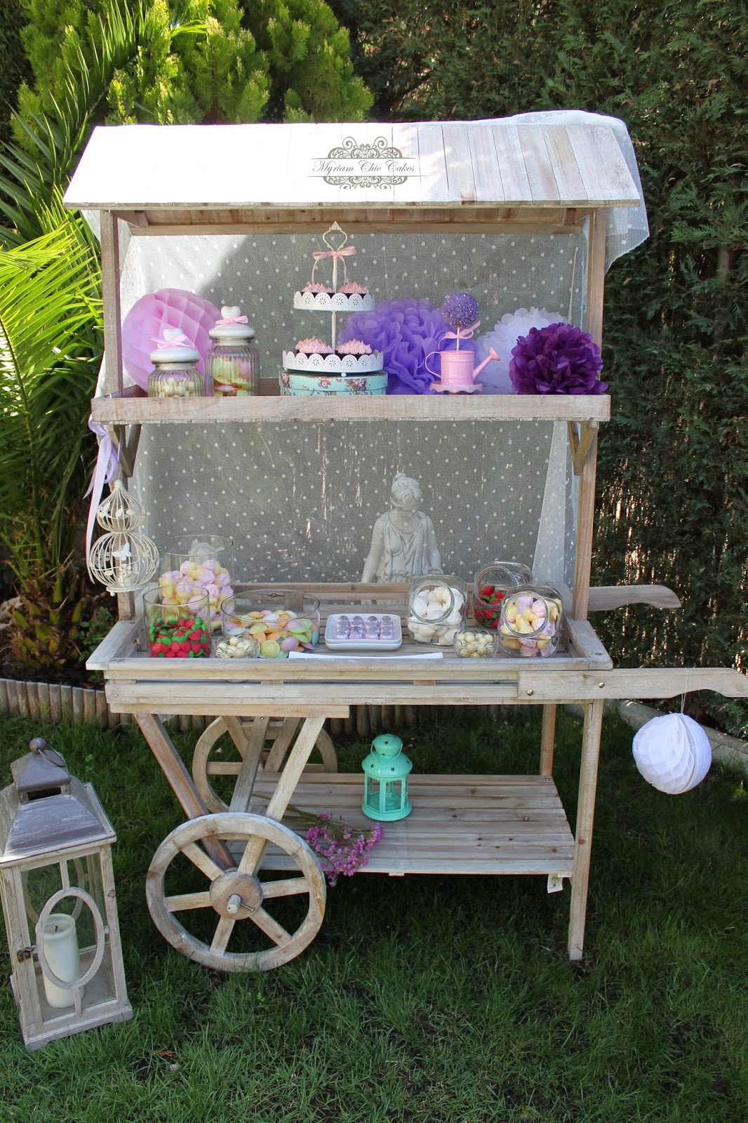 Myriam chic cakes candy bar for Carrito bar de madera