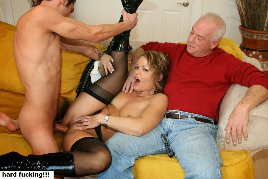 Мужа жену ебарь порно трахает и