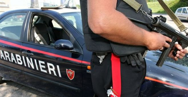 ΠΩΣ ΔΙΑΜΟΡΦΩΝΕΙΣ ΜΙΑ ΕΙΔΗΣΗ..........!Αστυνομικός σκότωσε αμυνόμενος(;) μετανάστη!!!!!!