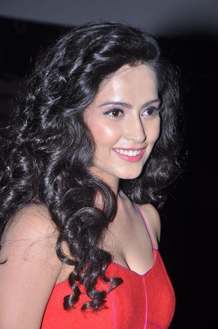 Tollywood Actress Disha Pandey Hot Expose Pics