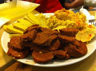 Chorizo Vegano Queso de anacardos y Hummus
