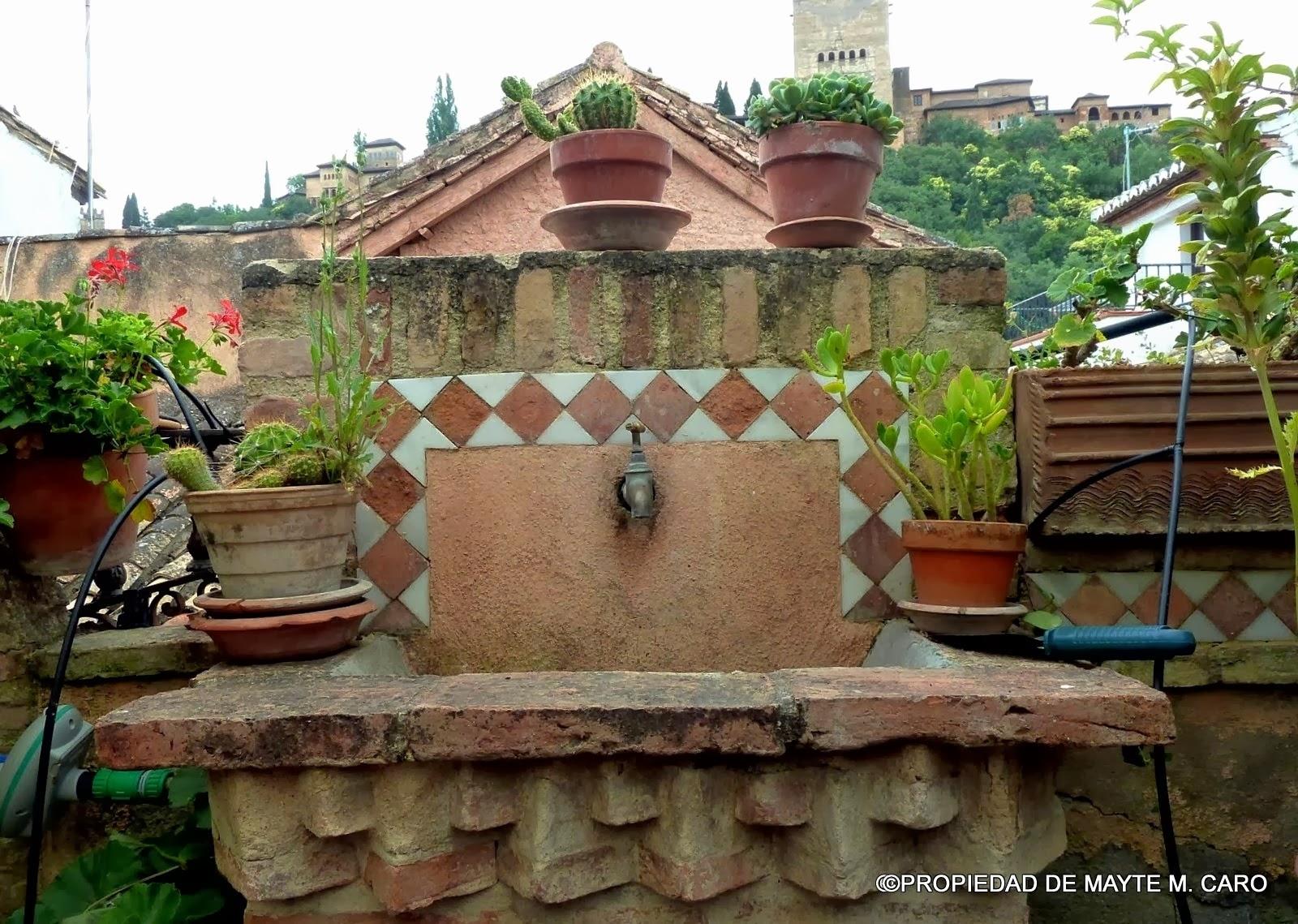 Pilones y aljibes de granada en la calle horno de oro se - Casa horno de oro ...