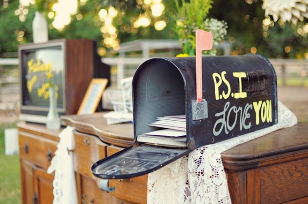 21 Insanely Fun Wedding Ideas - An old mailbox makes the perfect wedding card box