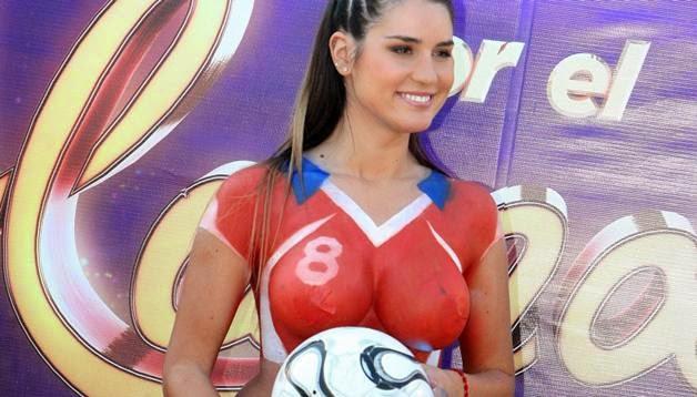 Foto Hot Puting Payudara Besar Artis Model Wanita Chile telanjang di tempat terbuka