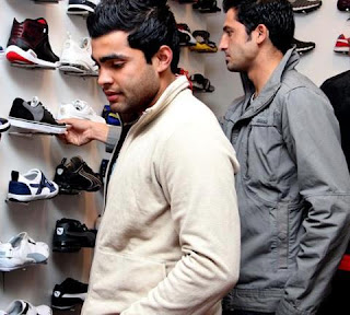 junaid khan and umar akmal shopping foot wear boot dehli