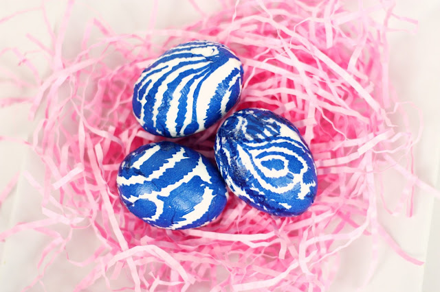 8 Easter Egg Decorating Ideas + a tutorial featured by Top US Craft Blog + The Pretty Life Girls: Mod Podged Napkin Easter Eggs