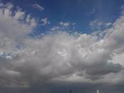 Detras de las nubes