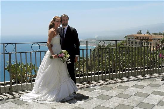 raquel sanchez silva, mario biondo, boda, vestido novia, ion fiz