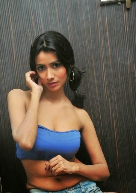 Actress Samira Exposing Hot Cleavage Deep Navel