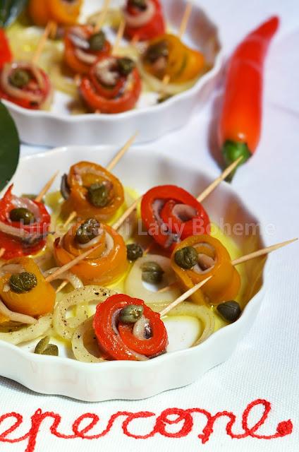 hiperica_lady_boheme_blog_di_cucina_ricette_gustose_facili_veloci_antipasti_spuntini_rotolini_di_peperoni_e_alici_2