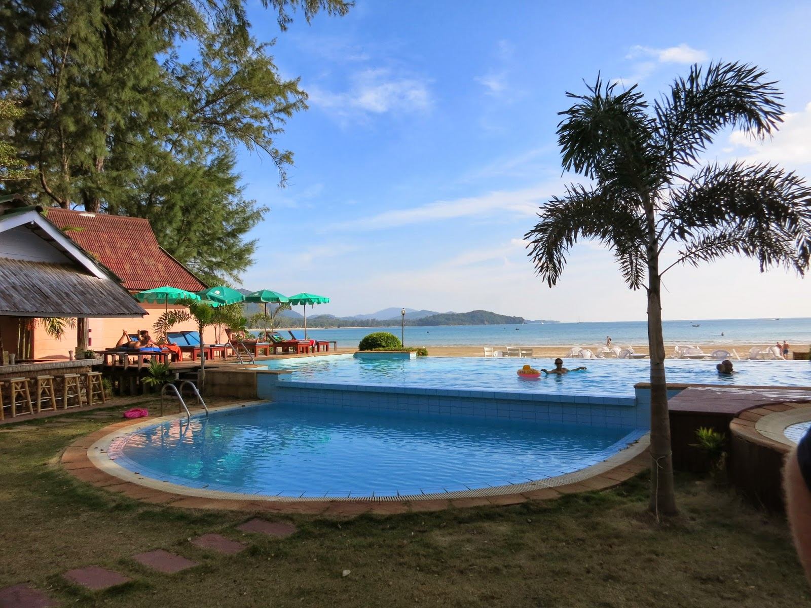 Twin Bay Resort, Kow Kwang beach, Koh Lanta, pool