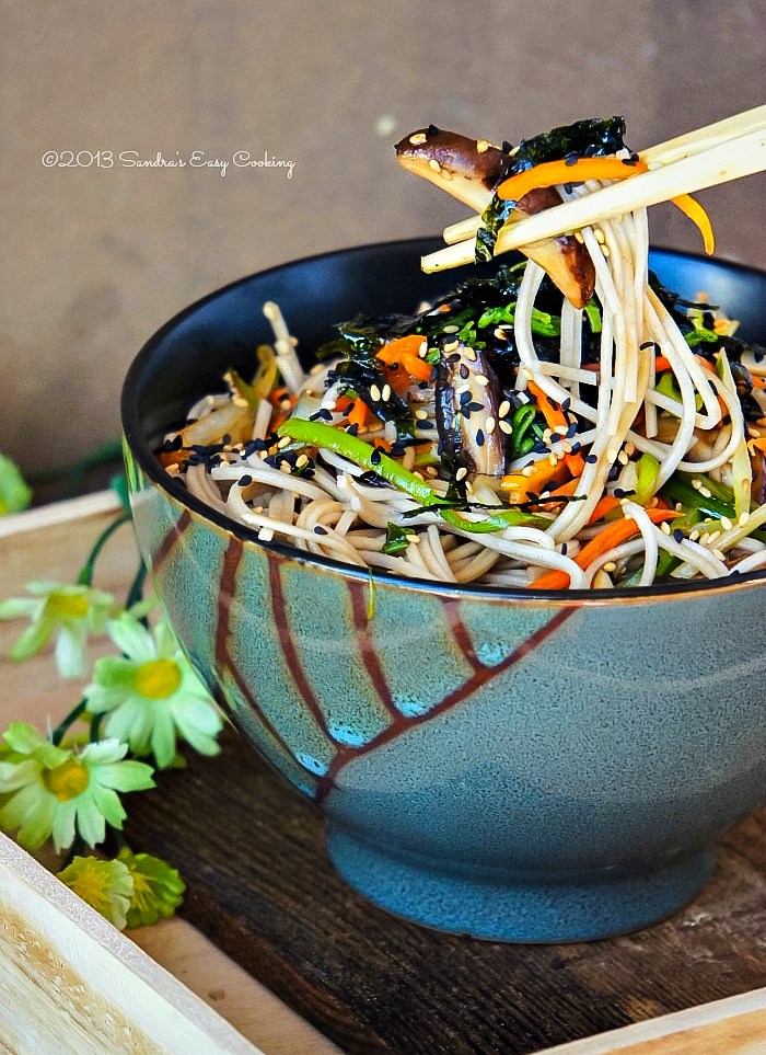 Soba noodle salad - Japanese Buckwheat Noodles with Vegetables