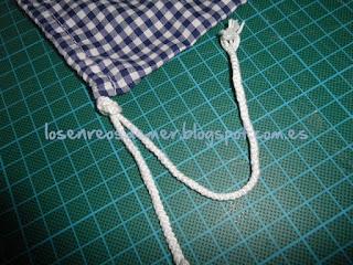 Bolsa de tela para el calzado atada con un cordón