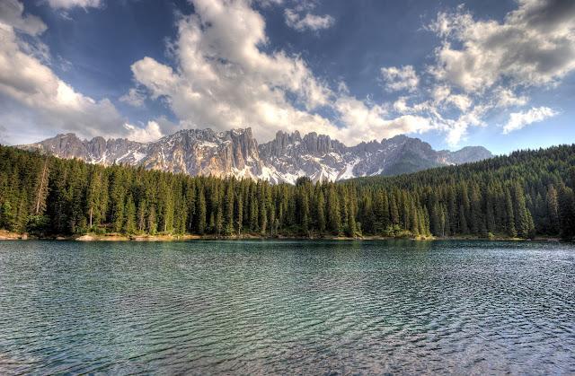 Karersee in den südtiroler Dolomiten
