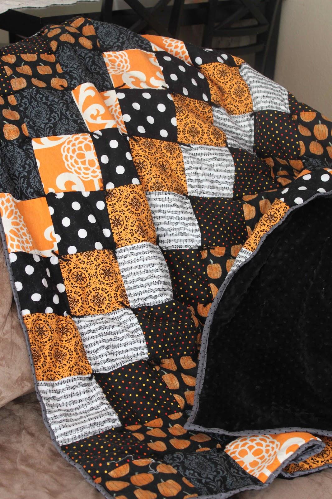 Halloween Quilting Ideas : jujuB: Halloween Quilt Tutorial & Sale