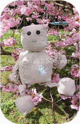Peluche Nono le robot / bobinesdefils.blogspot.fr
