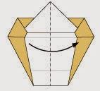 Bước 8: Gâp đôi tờ giấy lại theo chiều từ trái sang phải.