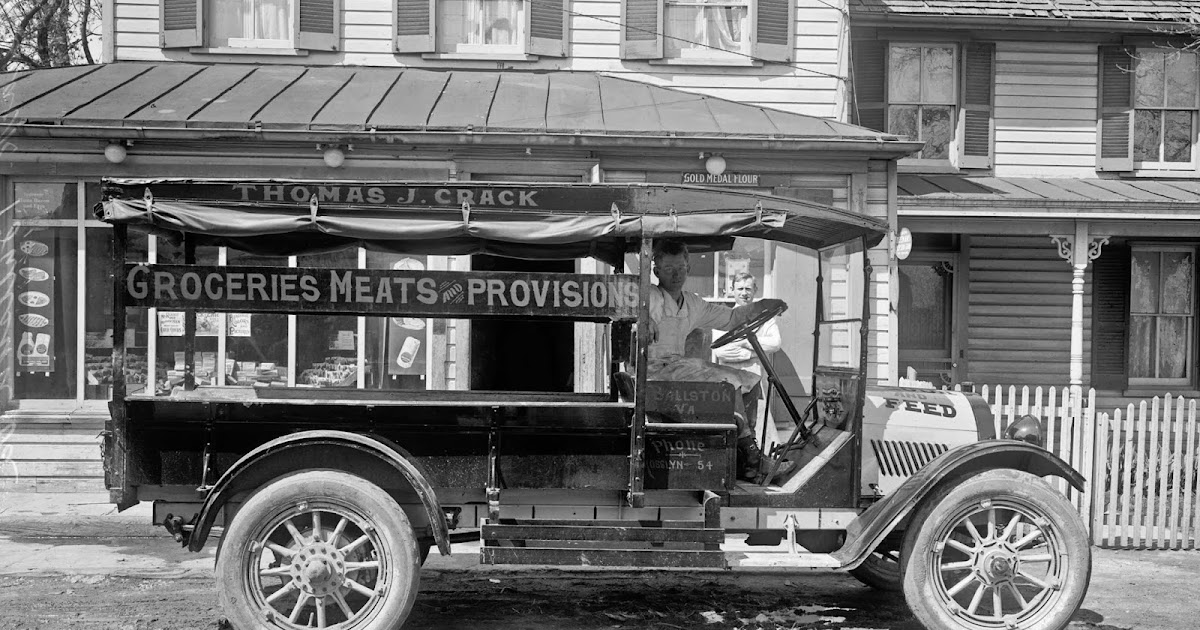 Oldsmobile+truck,+Thomas+J.+Crack,+ca.+1920.jpg