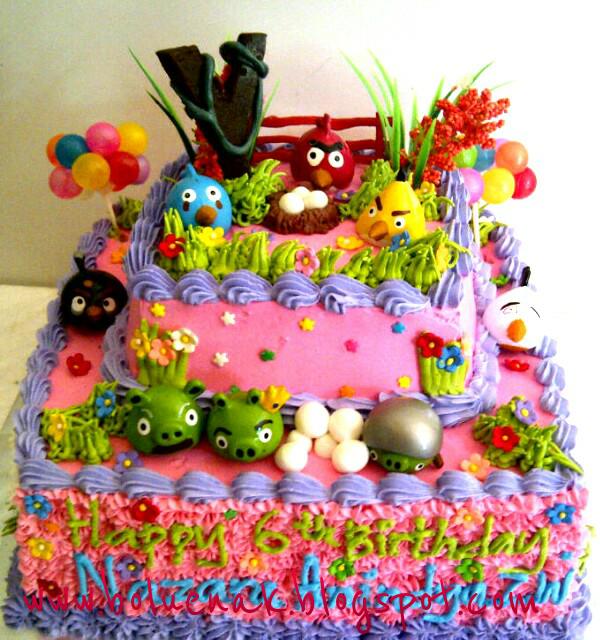 ukuran kue bawah 30 cm, atas 22 cm = Rp. 240.000