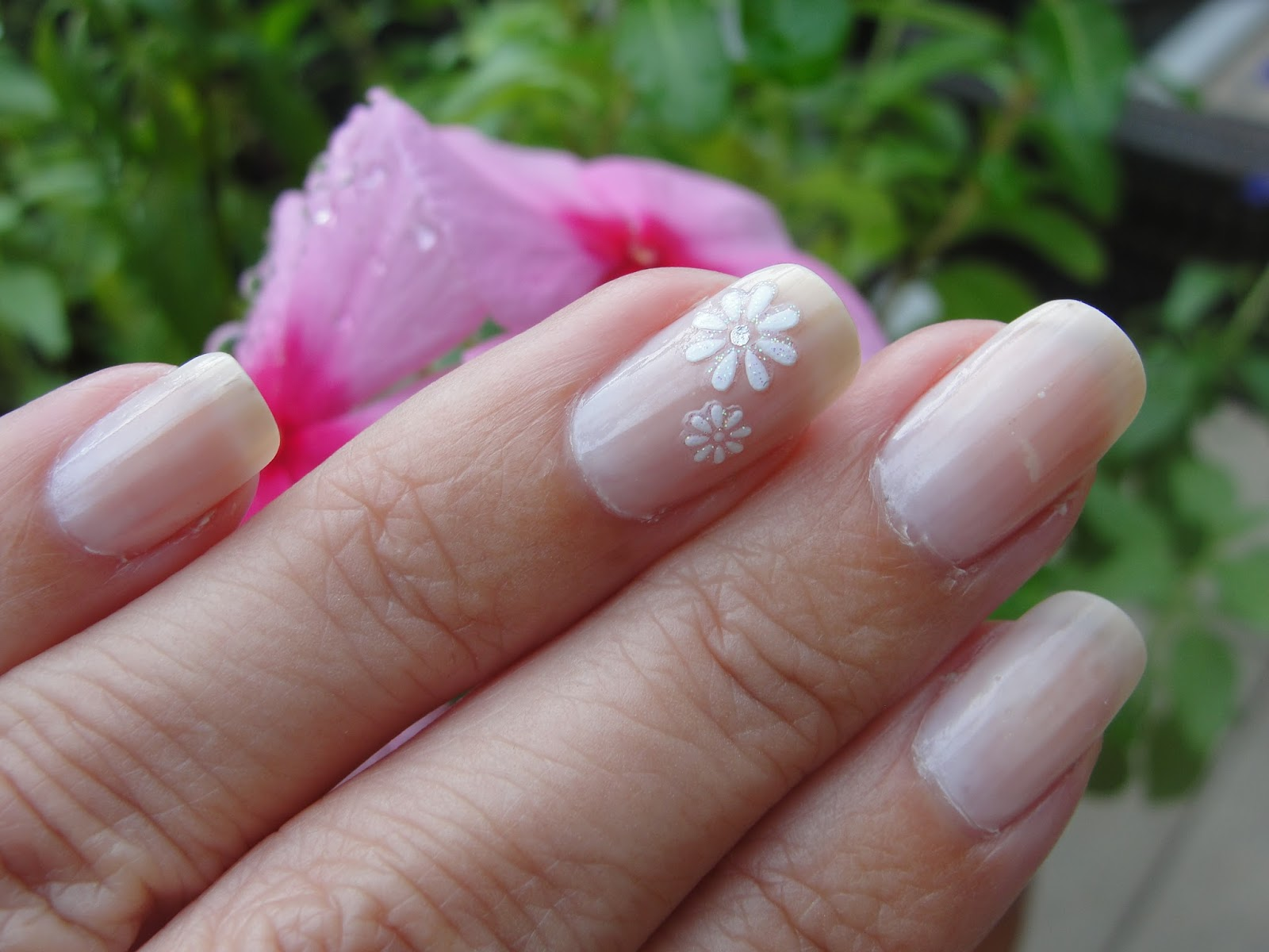 7 tips on how to save money on your wedding wedding nail inspirations s for you all simple enough to do yourself at the convenience of your home just add some flower stickers or some glitter solutioingenieria