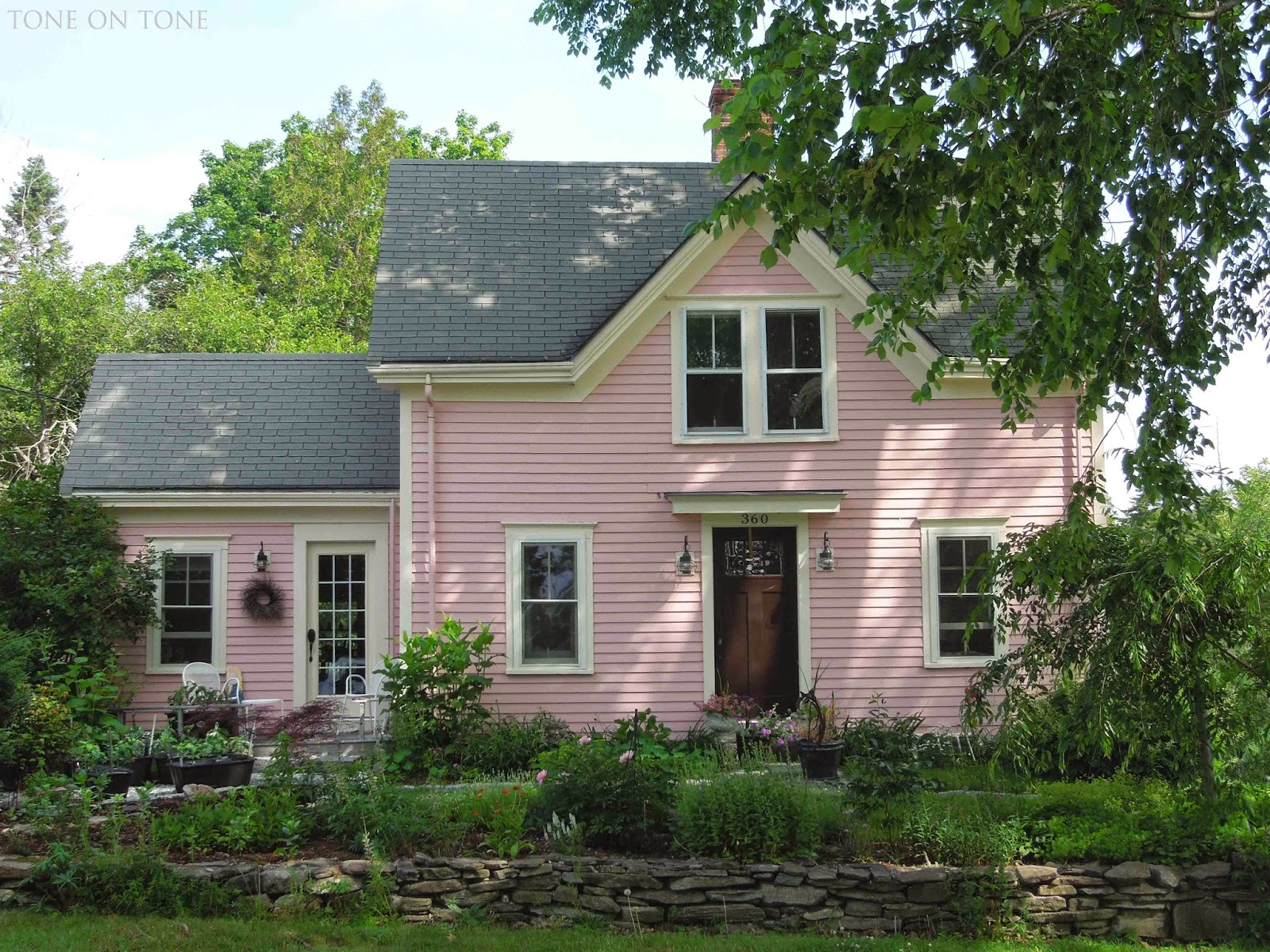 1000 images about homes on pinterest small houses tiny for Little cottage house