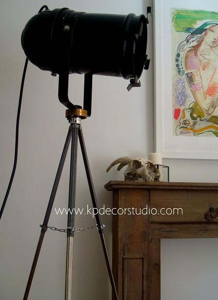 Comprar foco antiguo con trípode regulable extensible para decoración vintage valencia