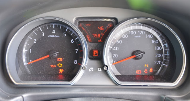 The meter cluster of Nissan Almera 2012