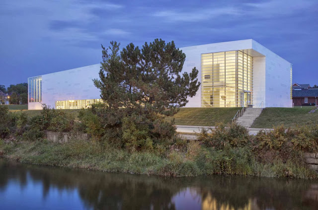 03-Museum-of-Wisconsin-Art-by-HGA-Architects-and-Engineers