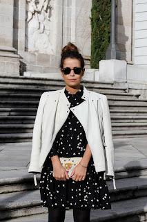 http://3.bp.blogspot.com/-d5Zo93l7gV4/UVUeYCyT-PI/AAAAAAAAP9A/uU8CrelZcTE/s1600/Stars_Dress-Biker_Jacket-White-Outfit-Arabel_Boots-Street_Style-9.jpg