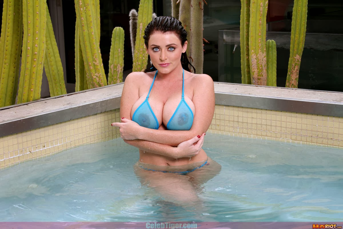 Busty+Babe+Sophie+Dee+Wet+In+Pool+Taking+Off+Her+Blue+Bikini+Posing+Naked www.CelebTiger.com 10 Busty Babe Sophie Dee Wet In Pool Taking Off Her Blue Bikini Posing Naked HQ Photos