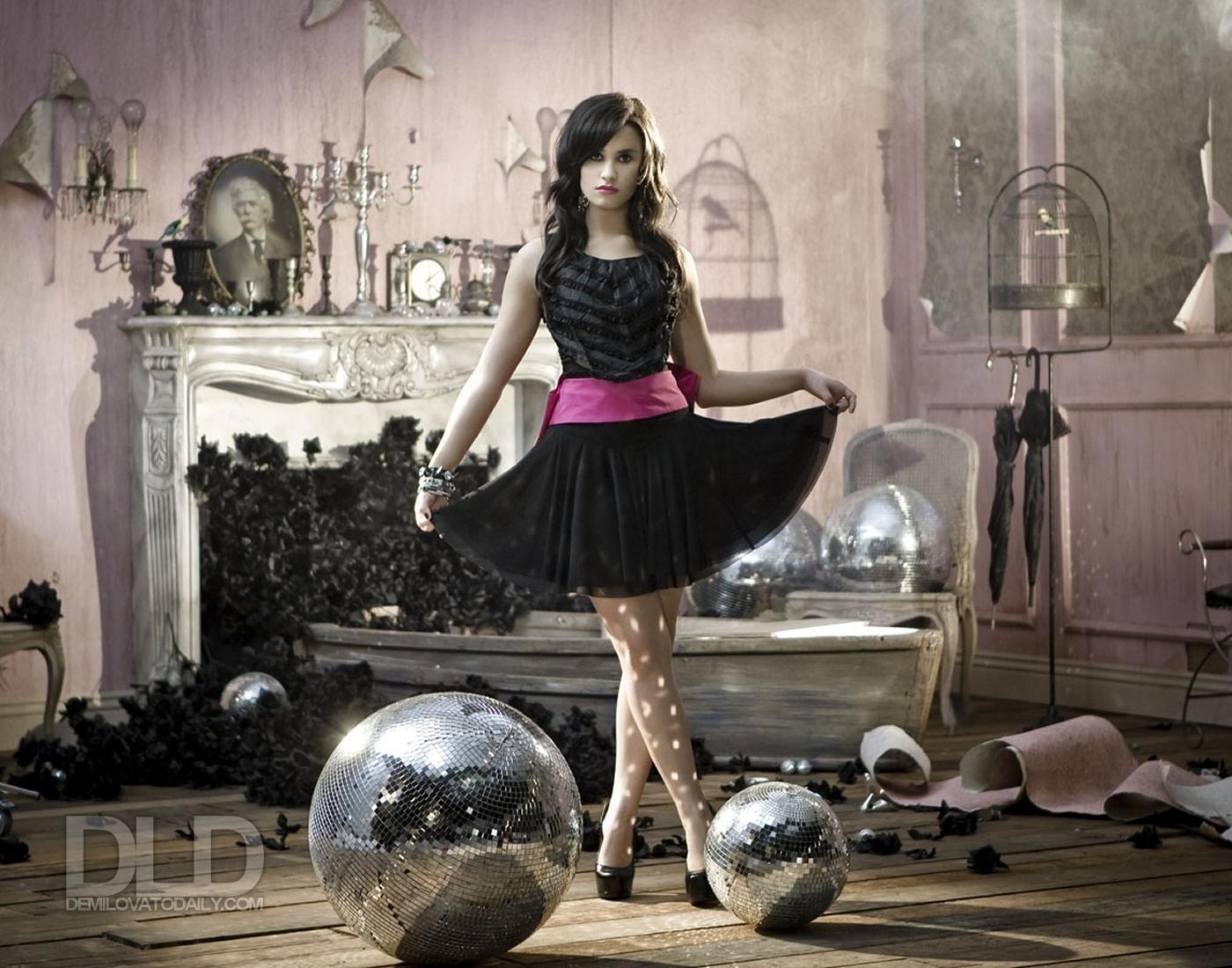 http://3.bp.blogspot.com/-d5l8-AwXops/Tf5Zz5ApmOI/AAAAAAAAAl4/LHQeftQeeUA/s1600/Demi-Lovato-Wallpaper-demi-lovato-8239479-1400-1100.jpg