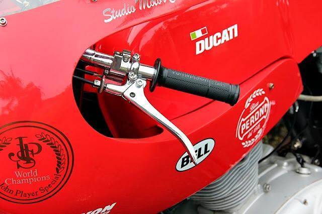 Ici on balance les Monos Ducati - Page 7 DUCATI-125-SPORT-10