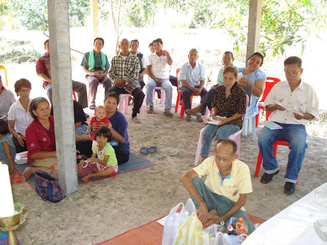 Catequistas preparando una liturgia en Tailandia