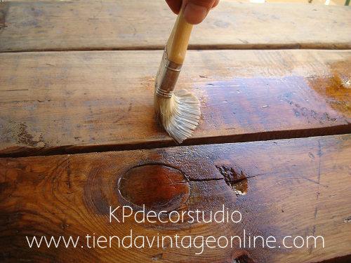 Mesas de madera antiguas restauradas