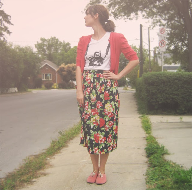 pleated+floral+skirt dublin+vintage+factory coral+cardigan graphic+shirt pink+oxfords vintage+inspired+outfit 50s+inspired+outfit preppy+outfit preppy+shoes