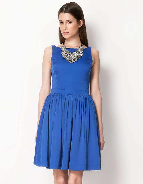 mavi elbise, yakası dantel detaylı pileli