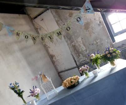 lieblichkeiten unsere hochzeit dekoration mit papierfahnen und diy anleitung. Black Bedroom Furniture Sets. Home Design Ideas